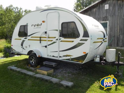 Premi�re photo pour roulotte r-pod modele 177