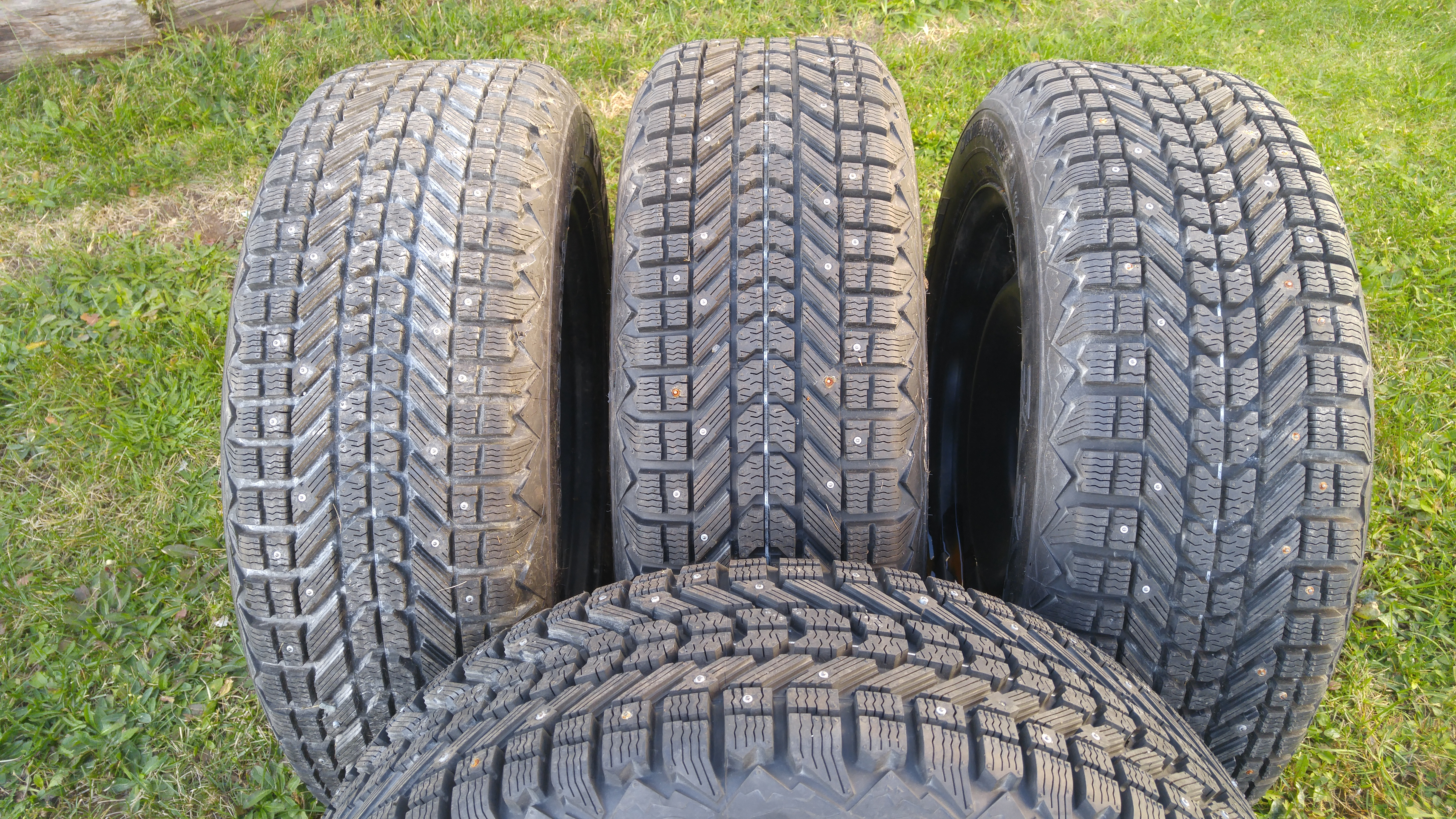Premi�re photo pour 225/60 R 18